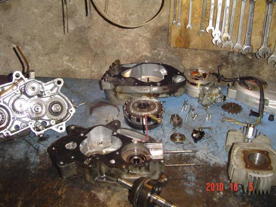 moteur boite démonté de suzuki rv 50 de 1976